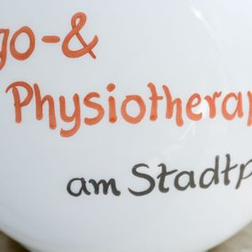 rundes Schild Ergo- & Physiotherapie am Stadtpark